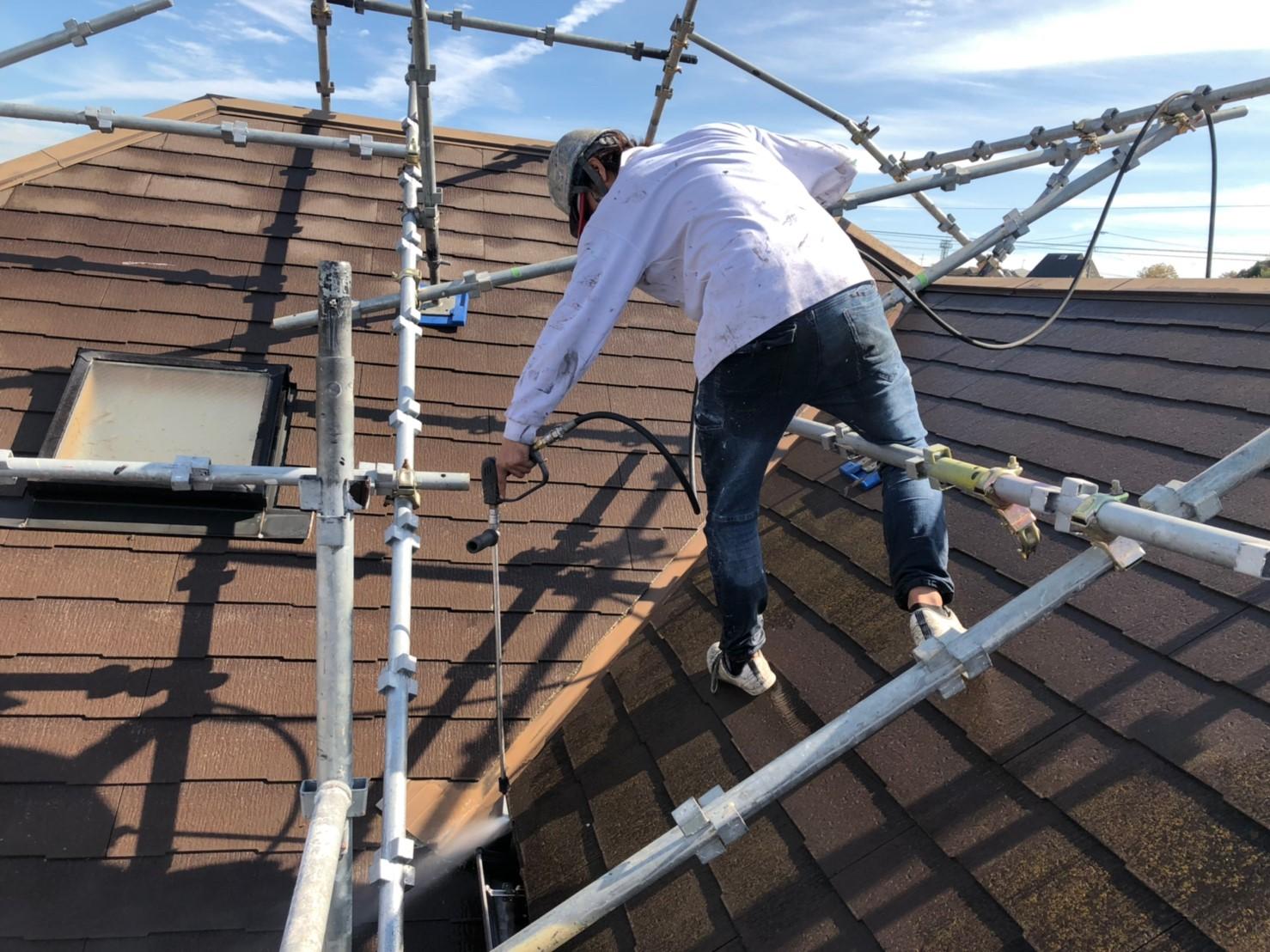 急勾配な屋根の洗浄