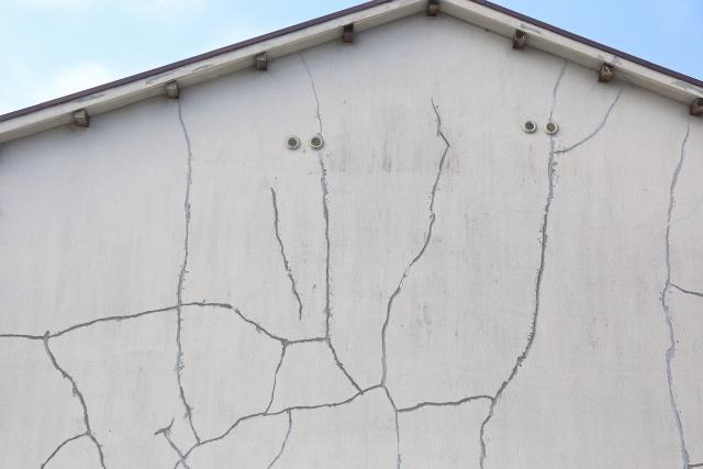 外壁ひび割れ