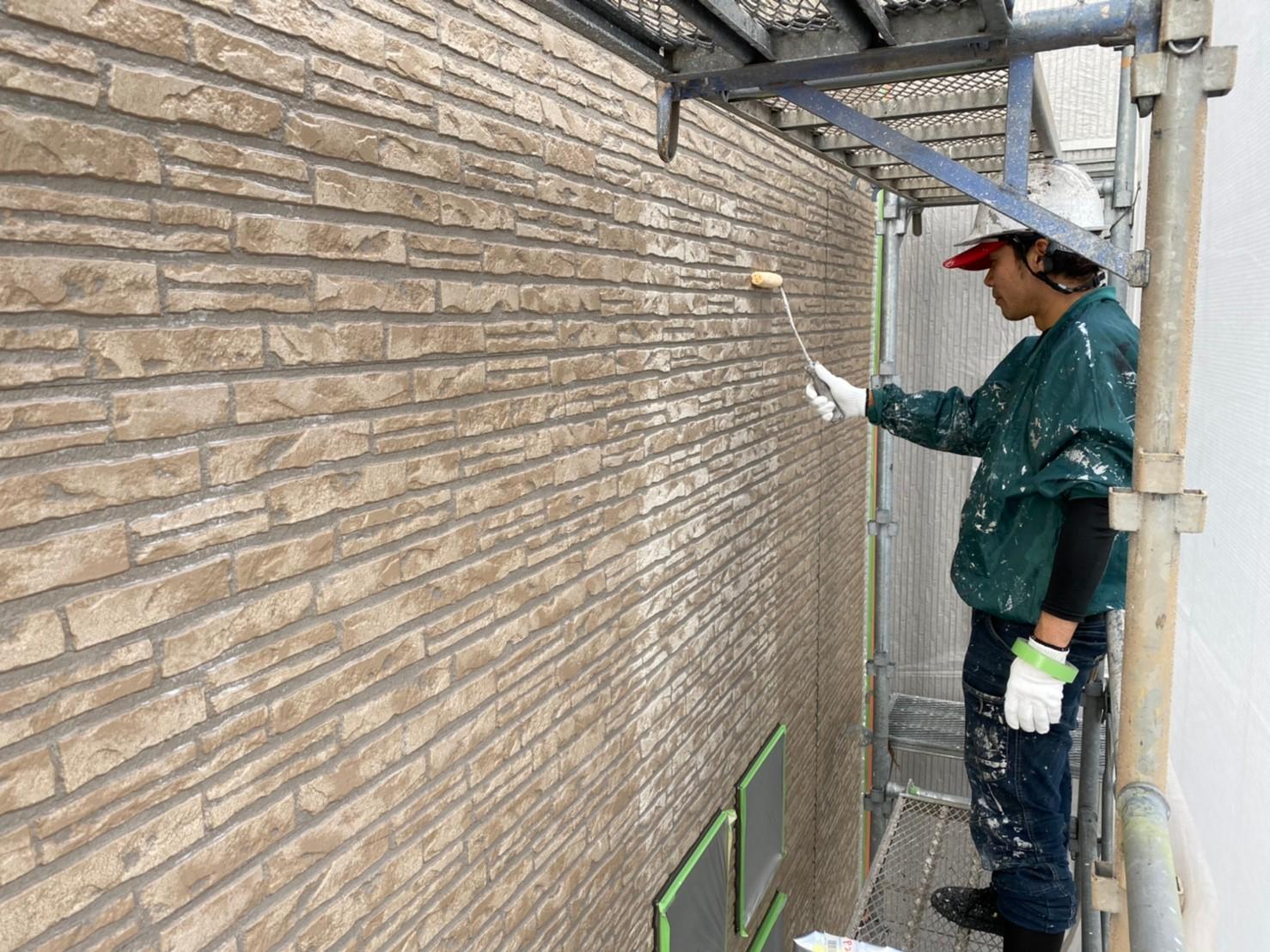 w様邸下塗り外壁2